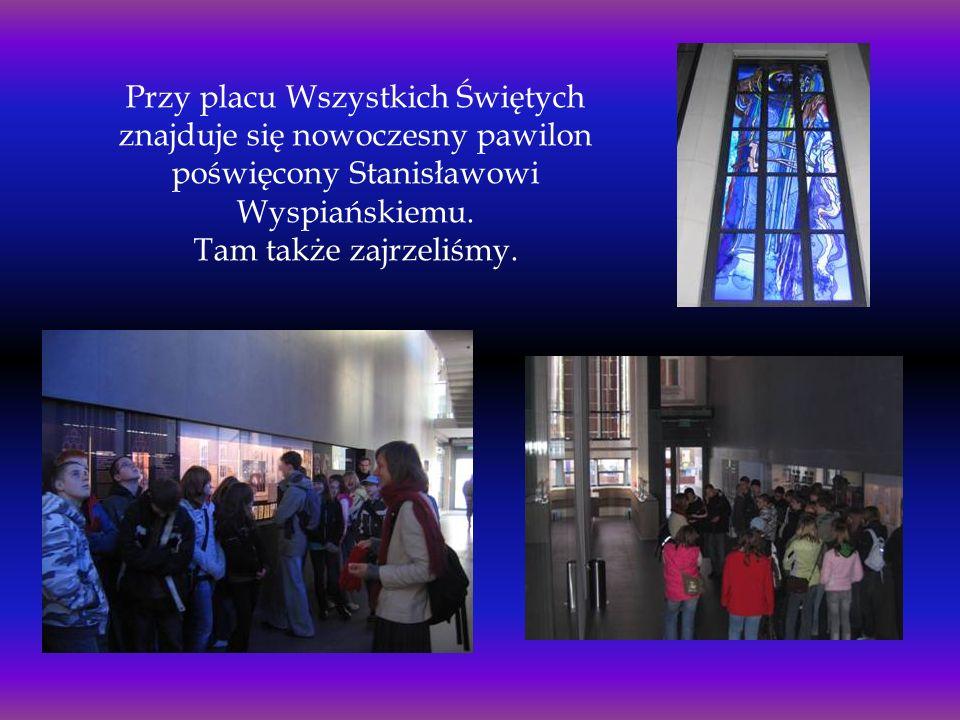 Przy placu Wszystkich Świętych znajduje się nowoczesny pawilon poświęcony Stanisławowi Wyspiańskiemu. Tam także zajrzeliśmy.