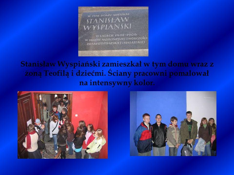 Stanisław Wyspiański zamieszkał w tym domu wraz z żoną Teofilą i dziećmi. Ściany pracowni pomalował na intensywny kolor.