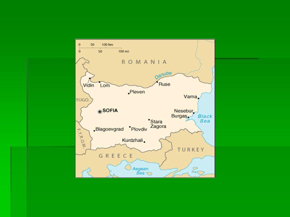 Dane ogólne Państwo nad morzem czarnym Państwo nad morzem czarnym Stolica - Sofia (1,1 mln mieszkańców) Stolica - Sofia (1,1 mln mieszkańców) Liczba ludności: 7 478 000 Liczba ludności: 7 478 000 Powierzchnia całkowita: 110 910 km² Powierzchnia całkowita: 110 910 km² Język urzędowy – bułgarski Język urzędowy – bułgarski Waluta – Lev Waluta – Lev Państwa sąsiadujące – Grecja, Macedonia, Rumunia, Serbia, Turcja Państwa sąsiadujące – Grecja, Macedonia, Rumunia, Serbia, Turcja Niepodległość: Niepodległość: - ogłoszona 3 marca 1878 r.