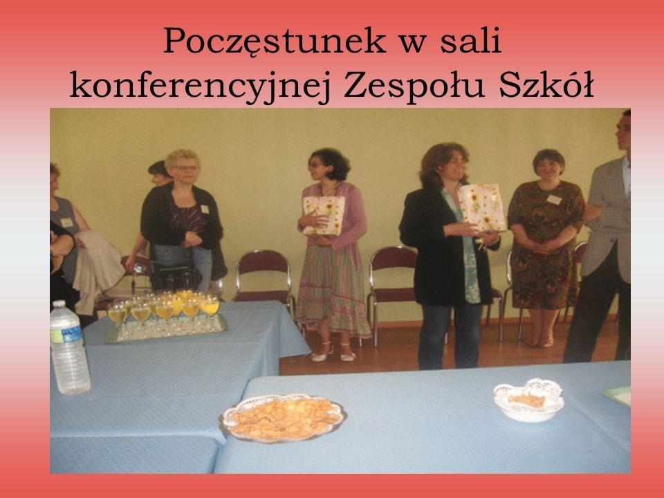 Poczęstunek w sali konferencyjnej Zespołu Szkół