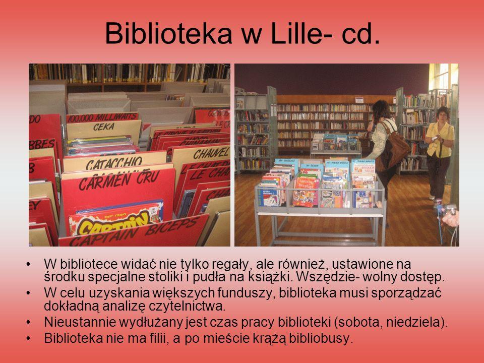Biblioteka w Lille- cd. W bibliotece widać nie tylko regały, ale również, ustawione na środku specjalne stoliki i pudła na książki. Wszędzie- wolny do