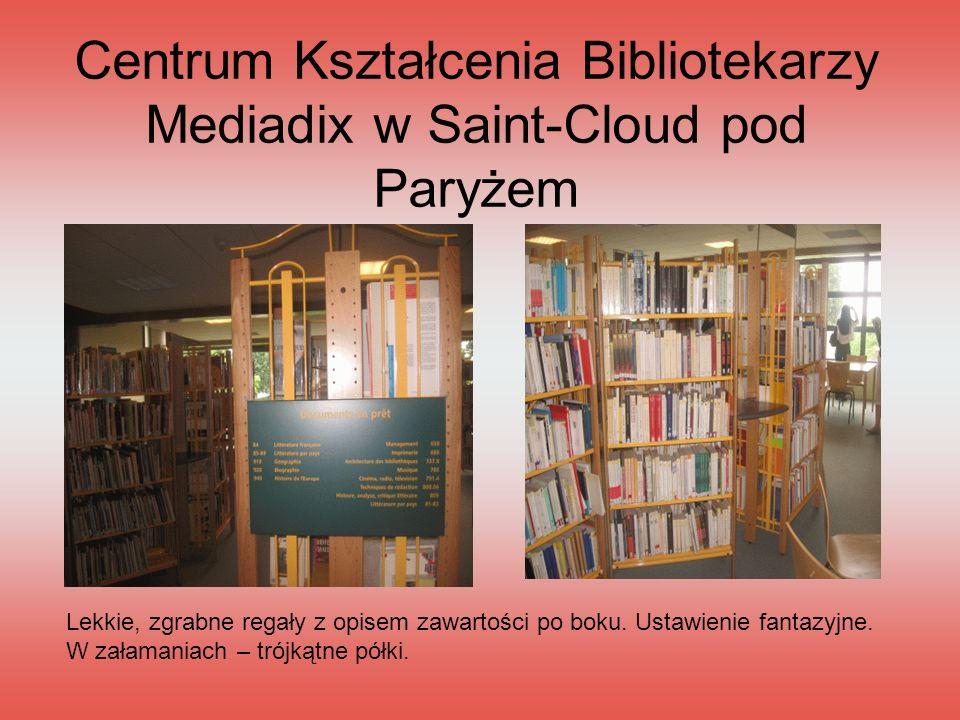 Centrum Kształcenia Bibliotekarzy Mediadix w Saint-Cloud pod Paryżem Lekkie, zgrabne regały z opisem zawartości po boku. Ustawienie fantazyjne. W zała