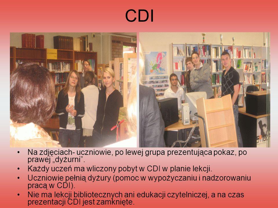 CDI Na zdjęciach- uczniowie, po lewej grupa prezentująca pokaz, po prawej dyżurni. Każdy uczeń ma wliczony pobyt w CDI w planie lekcji. Uczniowie pełn