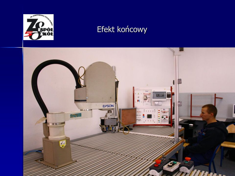 Montowanie robota na stanowisku Montaż poszczególnych elementów stołów
