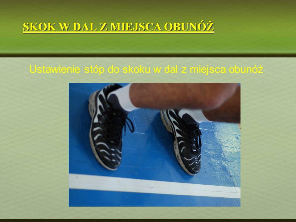 Ustawienie stóp do skoku w dal z miejsca obunóż SKOK W DAL Z MIEJSCA OBUNÓŻ
