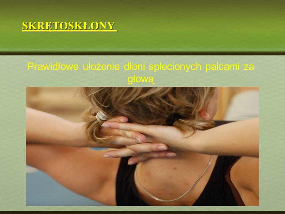 SKRĘTOSKŁONY Prawidłowe ułożenie dłoni splecionych palcami za głową
