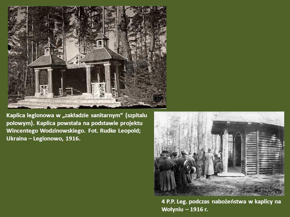 Kaplica legionowa w zakładzie sanitarnym (szpitalu polowym). Kaplica powstała na podstawie projektu Wincentego Wodzinowskiego. Fot. Rudke Leopold; Ukr