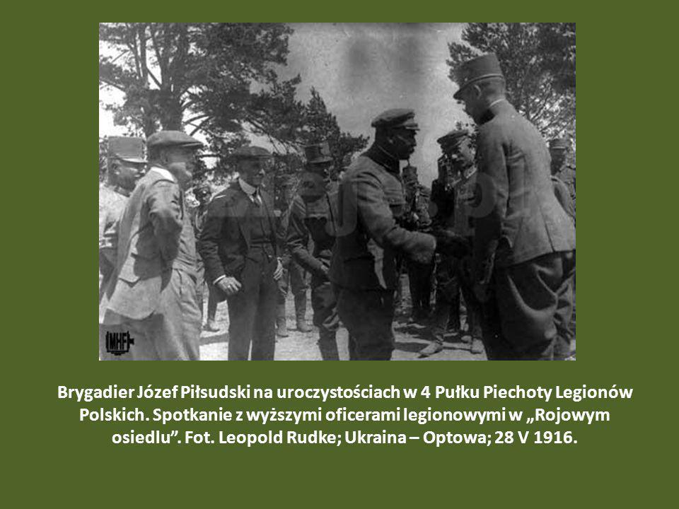 Brygadier Józef Piłsudski na uroczystościach w 4 Pułku Piechoty Legionów Polskich. Spotkanie z wyższymi oficerami legionowymi w Rojowym osiedlu. Fot.