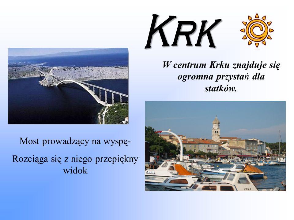 Most prowadzący na wyspę- Rozciąga się z niego przepiękny widok W centrum Krku znajduje się ogromna przystań dla statków.