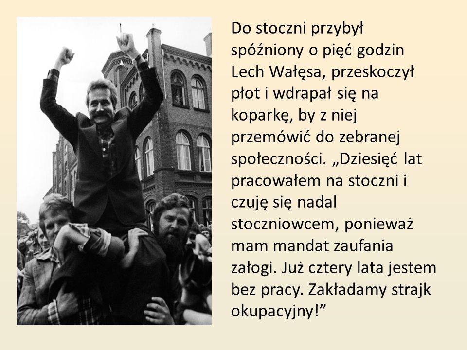 Do stoczni przybył spóźniony o pięć godzin Lech Wałęsa, przeskoczył płot i wdrapał się na koparkę, by z niej przemówić do zebranej społeczności. Dzies