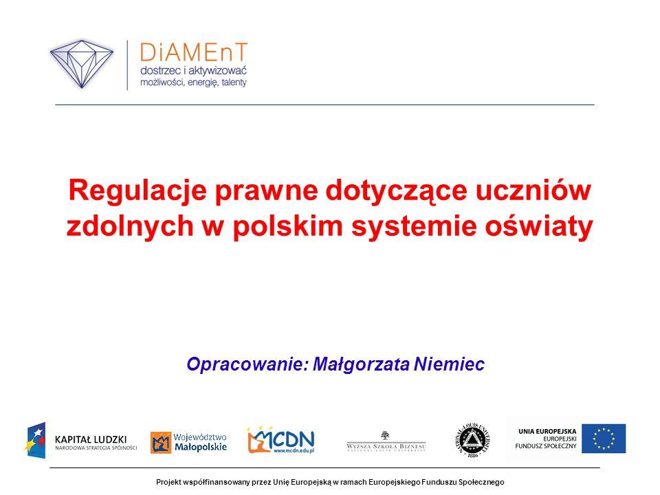 Projekt współfinansowany przez Unię Europejską w ramach Europejskiego Funduszu Społecznego Regulacje prawne dotyczące uczniów zdolnych w polskim systemie oświaty Opracowanie: Małgorzata Niemiec