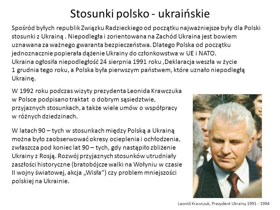 Stosunki polsko - ukraińskie Spośród byłych republik Związku Radzieckiego od początku najważniejsze były dla Polski stosunki z Ukrainą. Niepodległa i