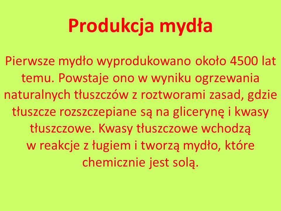 Produkcja mydła Pierwsze mydło wyprodukowano około 4500 lat temu. Powstaje ono w wyniku ogrzewania naturalnych tłuszczów z roztworami zasad, gdzie tłu