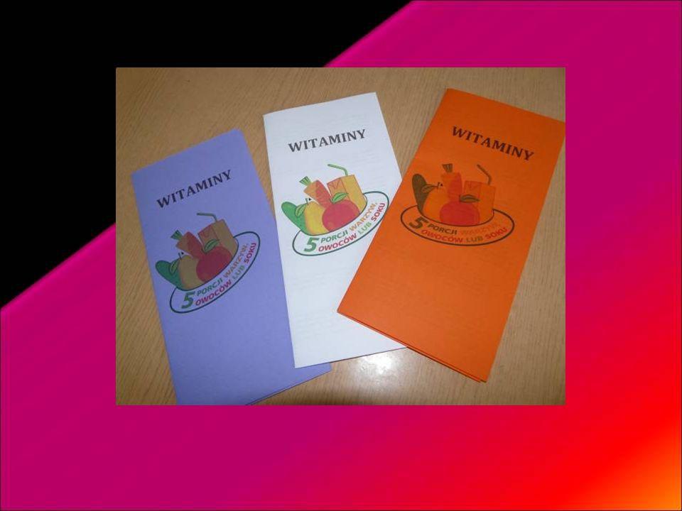 Poniedziałek – dzień witamin – uczennice częstowały wszystkich jabłkami i rozdawały ulotki.