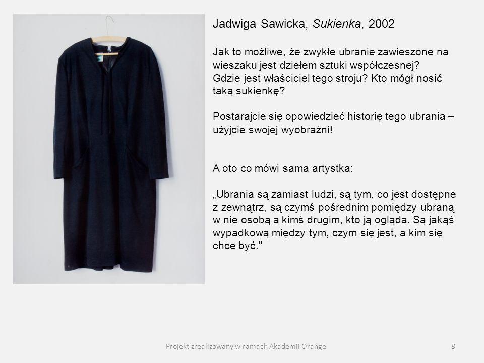 Projekt zrealizowany w ramach Akademii Orange8 Jadwiga Sawicka, Sukienka, 2002 Jak to możliwe, że zwykłe ubranie zawieszone na wieszaku jest dziełem s
