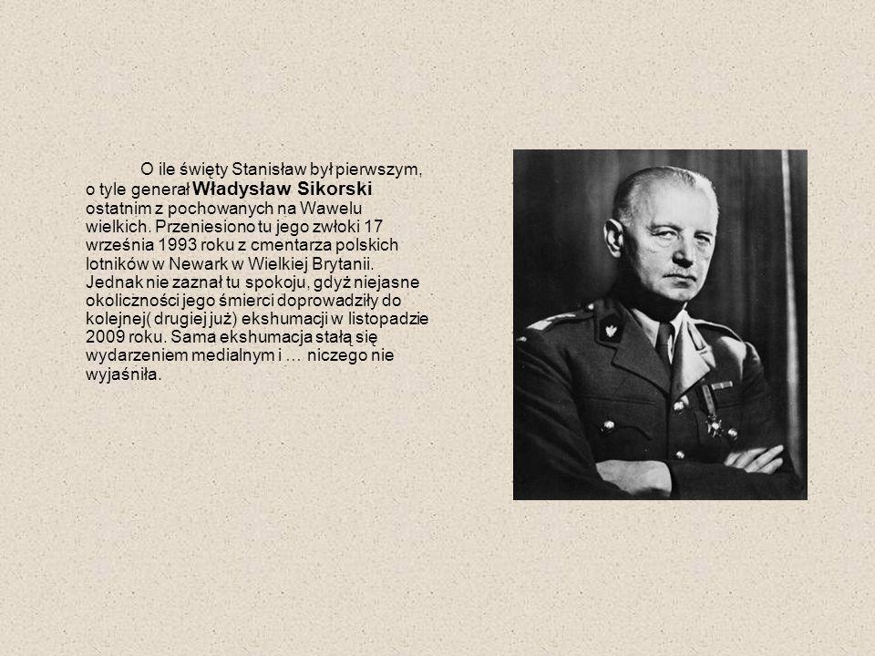 O ile święty Stanisław był pierwszym, o tyle generał Władysław Sikorski ostatnim z pochowanych na Wawelu wielkich. Przeniesiono tu jego zwłoki 17 wrze