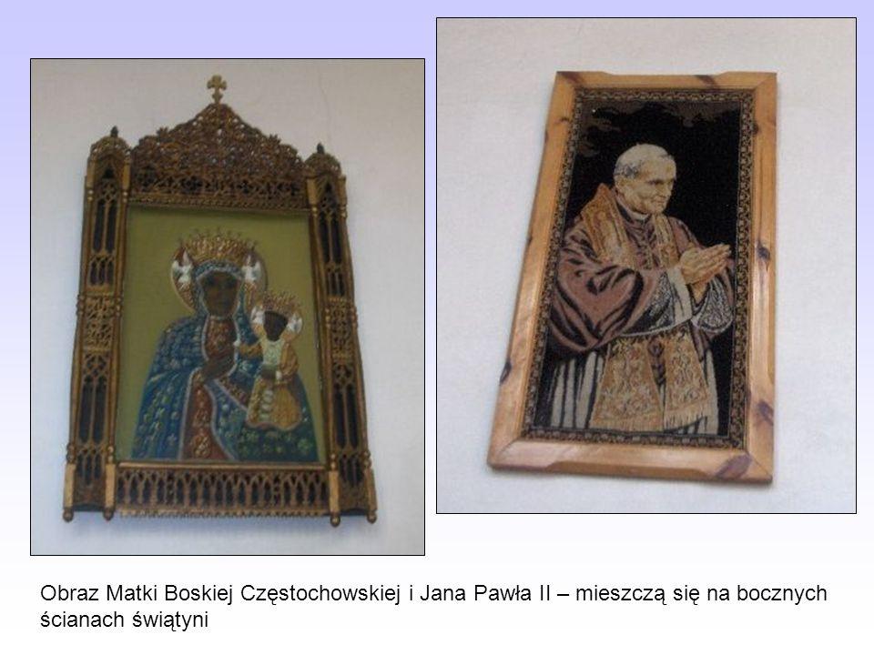 Obraz Matki Boskiej Częstochowskiej i Jana Pawła II – mieszczą się na bocznych ścianach świątyni