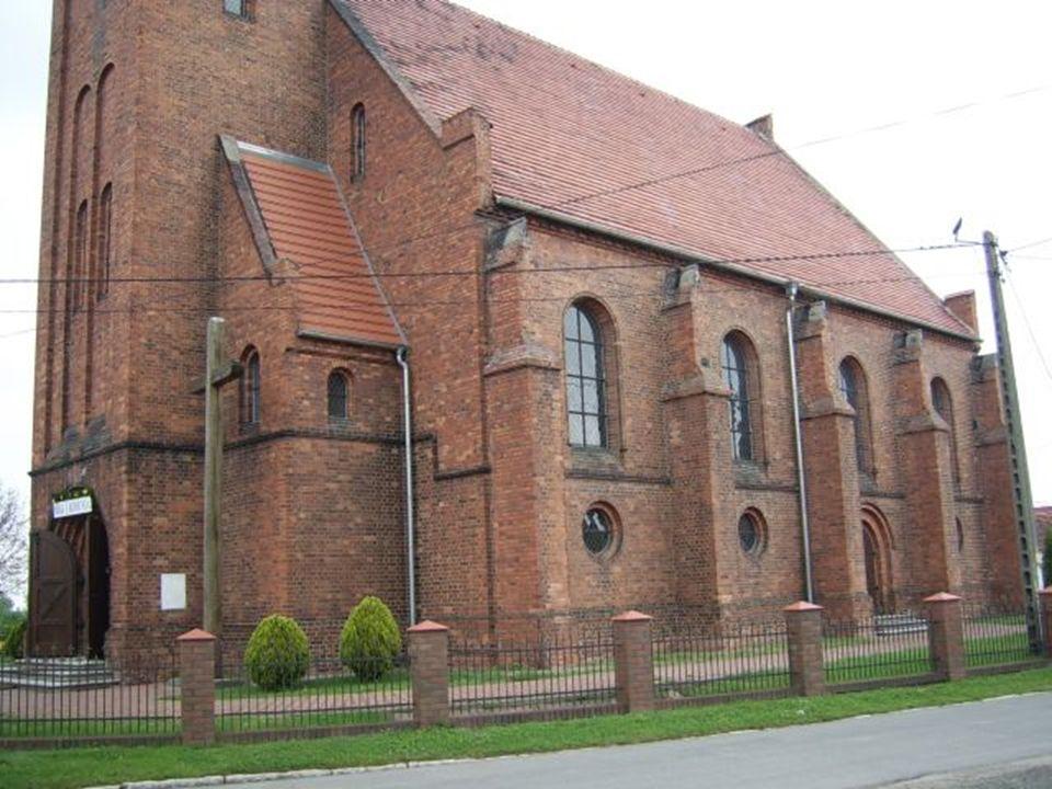 Neogotycki (zapewne z przełomu XIX/XX w.) ceglany kościół parafialny św.