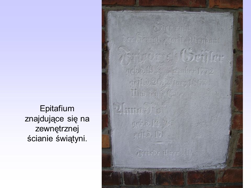 Epitafium znajdujące się na zewnętrznej ścianie świątyni.