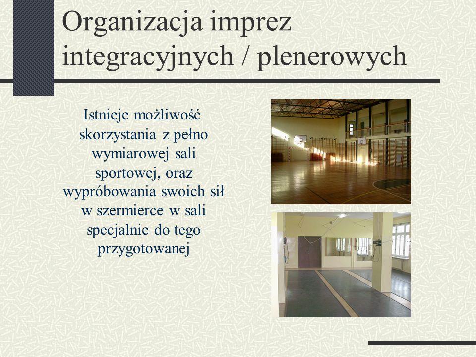 Organizacja imprez integracyjnych / plenerowych Istnieje możliwość skorzystania z pełno wymiarowej sali sportowej, oraz wypróbowania swoich sił w szermierce w sali specjalnie do tego przygotowanej
