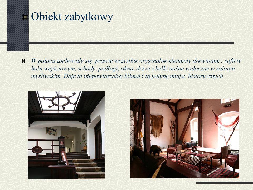 Obiekt zabytkowy W pałacu zachowały się prawie wszystkie oryginalne elementy drewniane : sufit w holu wejściowym, schody, podłogi, okna, drzwi i belki nośne widoczne w salonie myśliwskim.