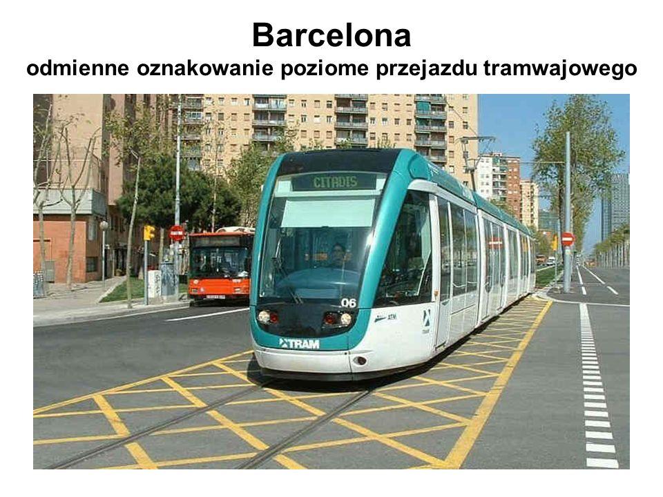 Barcelona odmienne oznakowanie poziome przejazdu tramwajowego