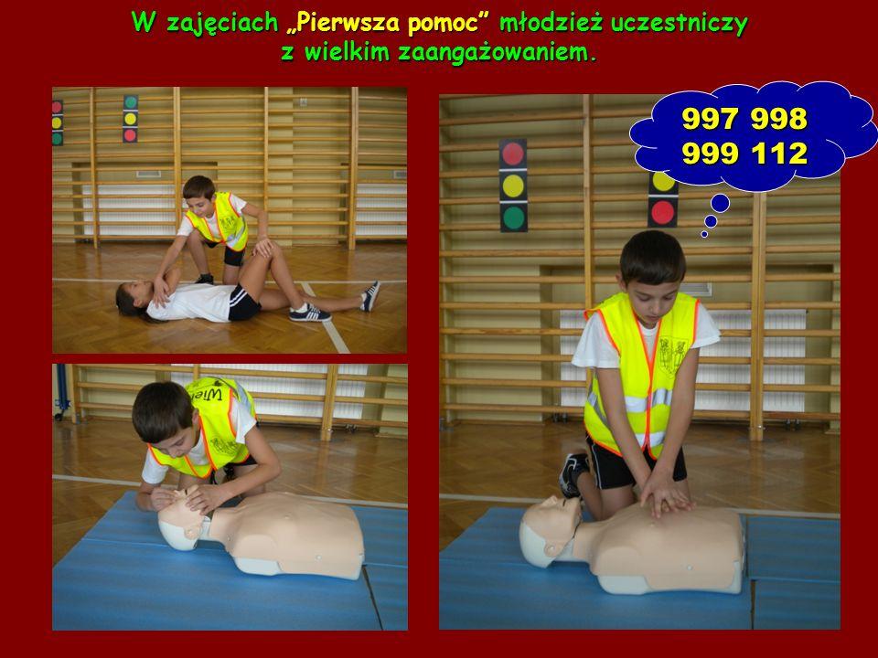 W zajęciach Pierwsza pomoc młodzież uczestniczy z wielkim zaangażowaniem. 997 998 999 112