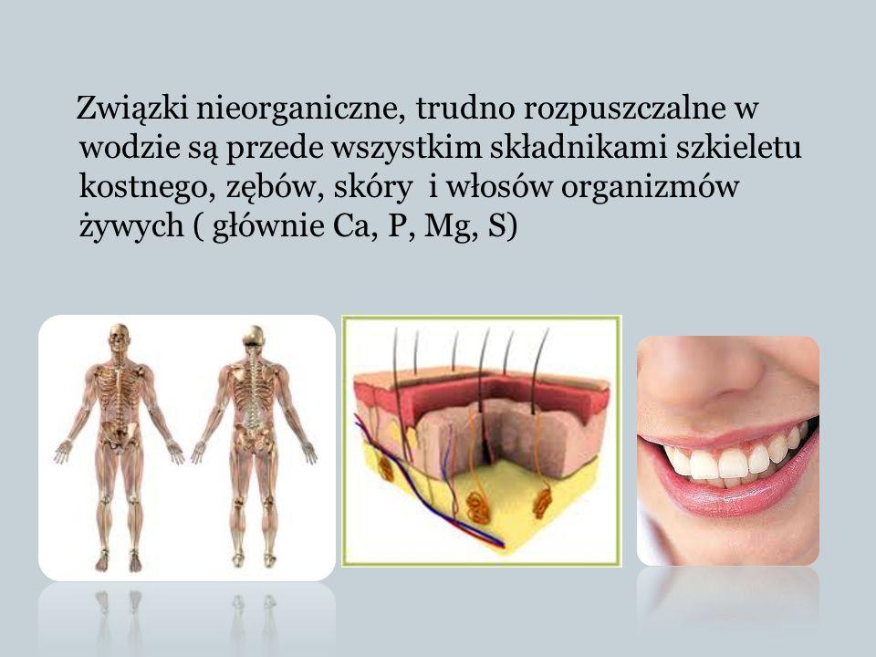 Związki nieorganiczne, trudno rozpuszczalne w wodzie są przede wszystkim składnikami szkieletu kostnego, zębów, skóry i włosów organizmów żywych ( głó