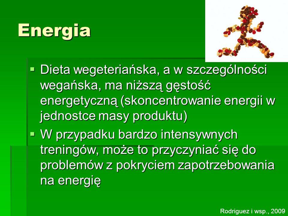 Energia Dieta wegeteriańska, a w szczególności wegańska, ma niższą gęstość energetyczną (skoncentrowanie energii w jednostce masy produktu) Dieta wege