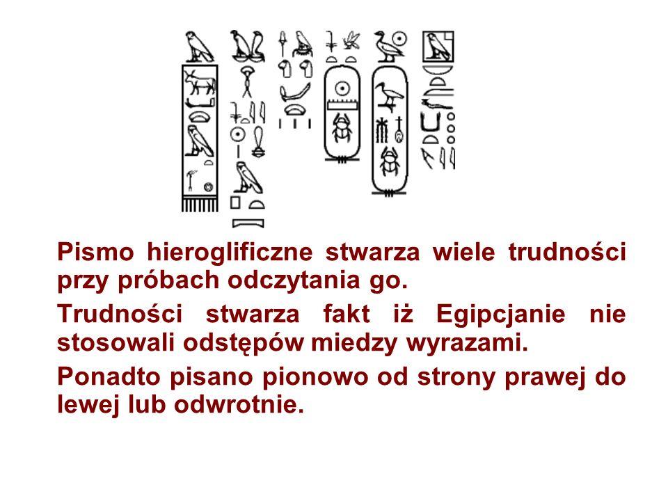 Pismo hieroglificzne stwarza wiele trudności przy próbach odczytania go. Trudności stwarza fakt iż Egipcjanie nie stosowali odstępów miedzy wyrazami.
