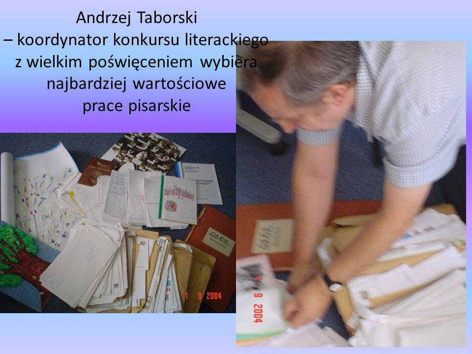 Andrzej Taborski – koordynator konkursu literackiego z wielkim poświęceniem wybiera najbardziej wartościowe prace pisarskie