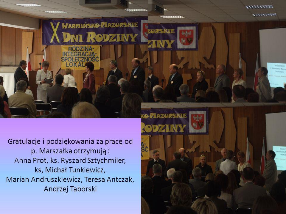 Gratulacje i podziękowania za pracę od p. Marszałka otrzymują : Anna Prot, ks. Ryszard Sztychmiler, ks, Michał Tunkiewicz, Marian Andruszkiewicz, Tere