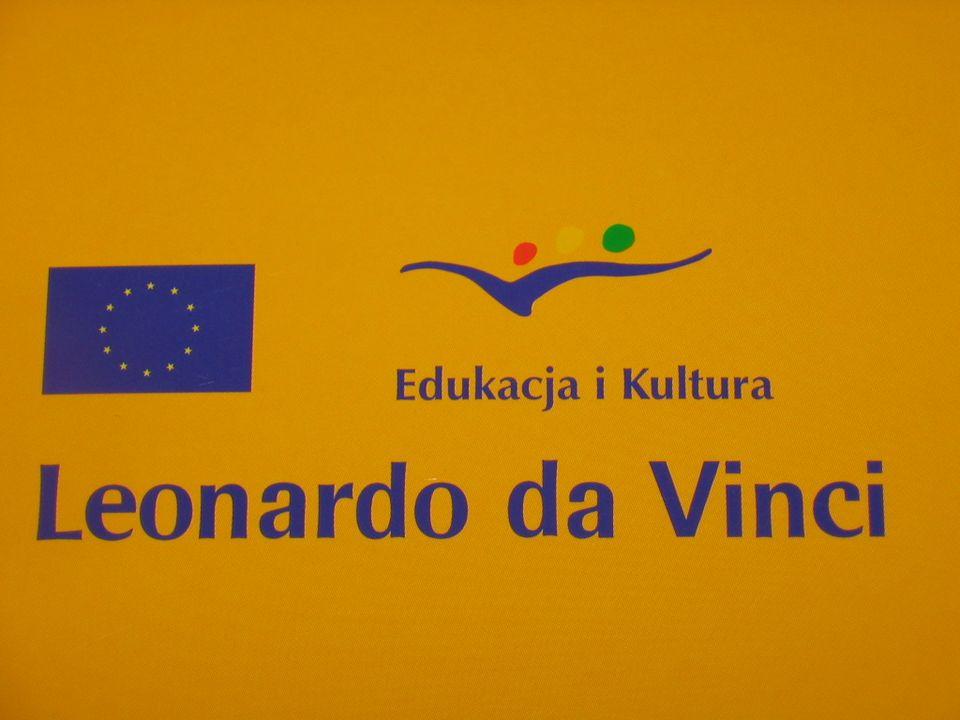 http://leonardo.org.pl Jeden z trzech programów edukacyjnych Unii Europejskiej; Celem jest wspieranie realizacji polityki kształcenia zawodowego; Program dofinansowuje projekty zgłoszone przez instytucje i organizacje we współpracy międzynarodowej; Program daje szanse na zorganizowanie międzynarodowych staży; W programie można realizować projekty: Staży, wymian, pilotażowe, językowe, badania i analiz, pilotażowe, akcji tematycznych;