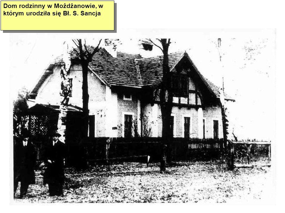 W ogrodzie przy domu w Przygodzicach: Alfons Tuchalski, Maria Pawłowska, Janina, Zbigniew