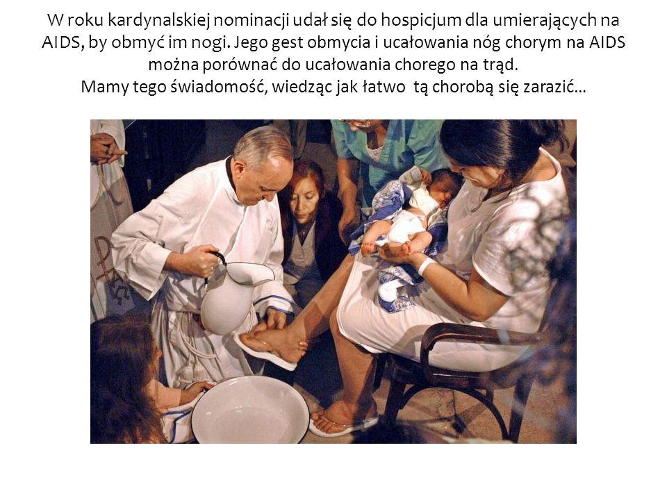 W roku kardynalskiej nominacji udał się do hospicjum dla umierających na AIDS, by obmyć im nogi. Jego gest obmycia i ucałowania nóg chorym na AIDS moż