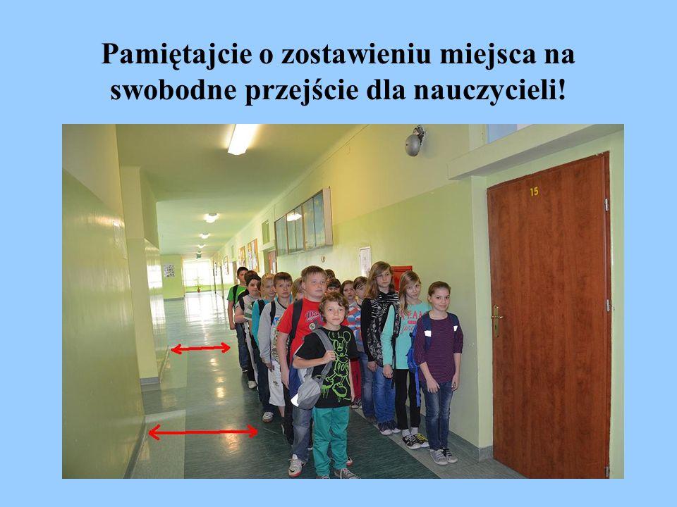 Pamiętajcie o zostawieniu miejsca na swobodne przejście dla nauczycieli!