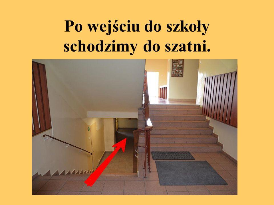Z szatni wychodzimy wyjściem na końcu i schodami wchodzimy na górę.