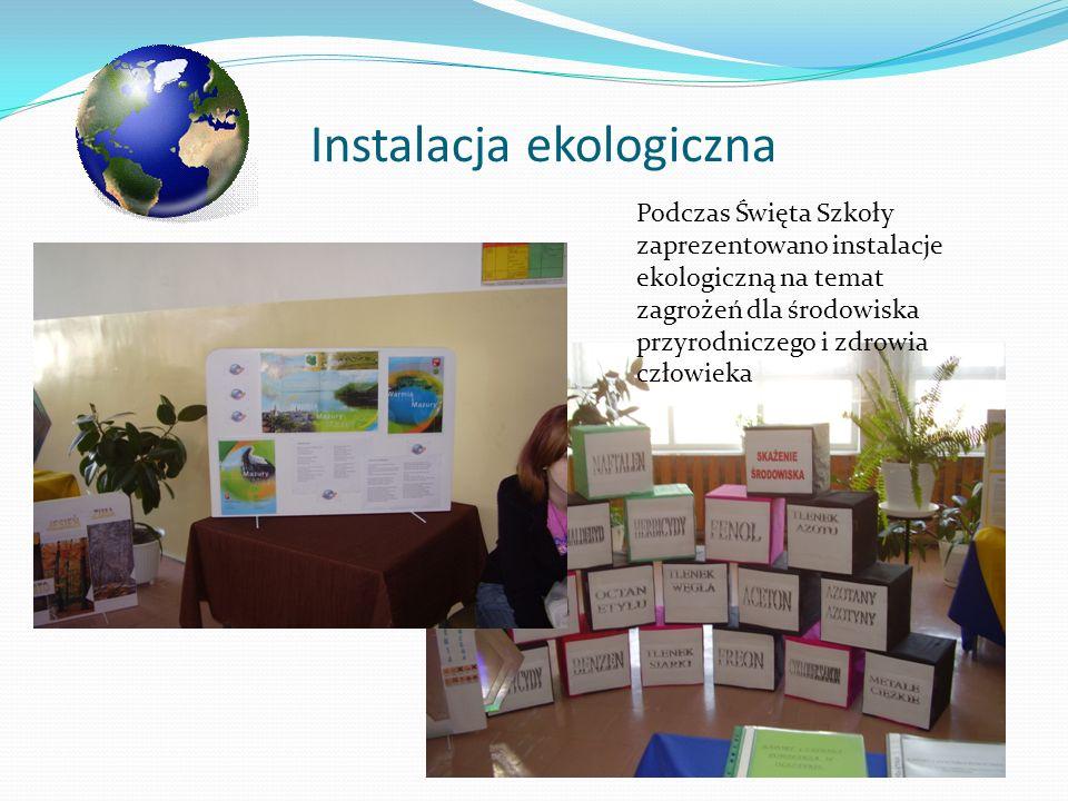 Instalacja ekologiczna Podczas Święta Szkoły zaprezentowano instalacje ekologiczną na temat zagrożeń dla środowiska przyrodniczego i zdrowia człowieka