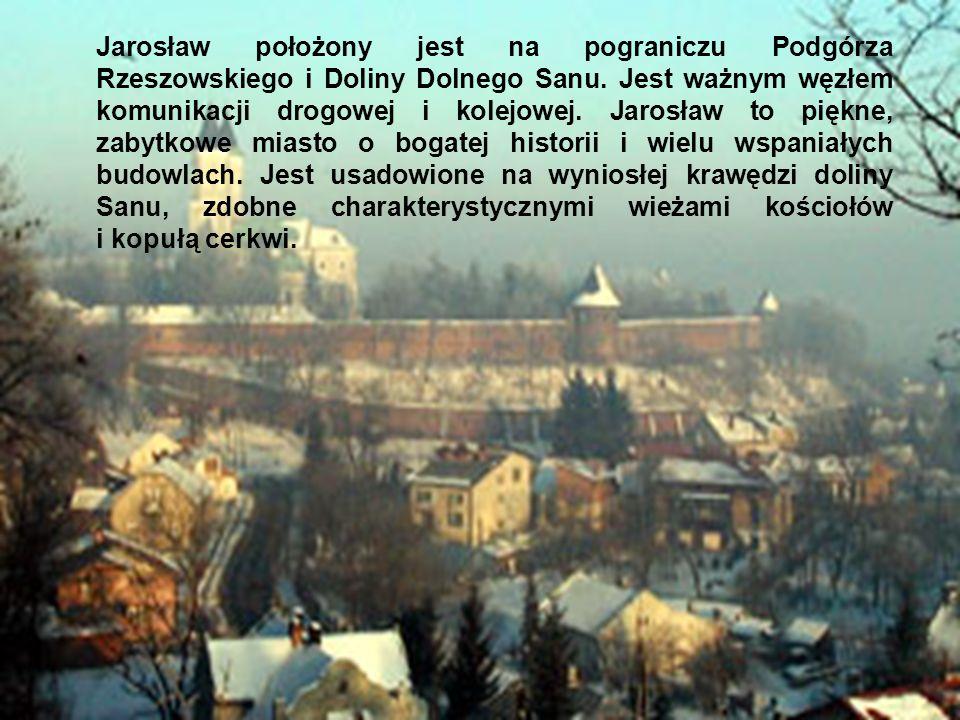 Jarosław położony jest na pograniczu Podgórza Rzeszowskiego i Doliny Dolnego Sanu. Jest ważnym węzłem komunikacji drogowej i kolejowej. Jarosław to pi