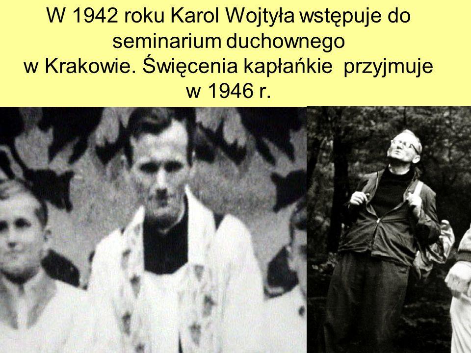 W 1942 roku Karol Wojtyła wstępuje do seminarium duchownego w Krakowie. Święcenia kapłańkie przyjmuje w 1946 r.