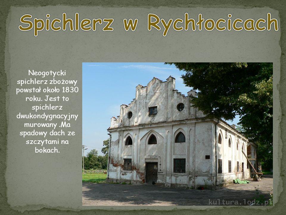 Neogotycki spichlerz zbożowy powstał około 1830 roku. Jest to spichlerz dwukondygnacyjny murowany.Ma spadowy dach ze szczytami na bokach.