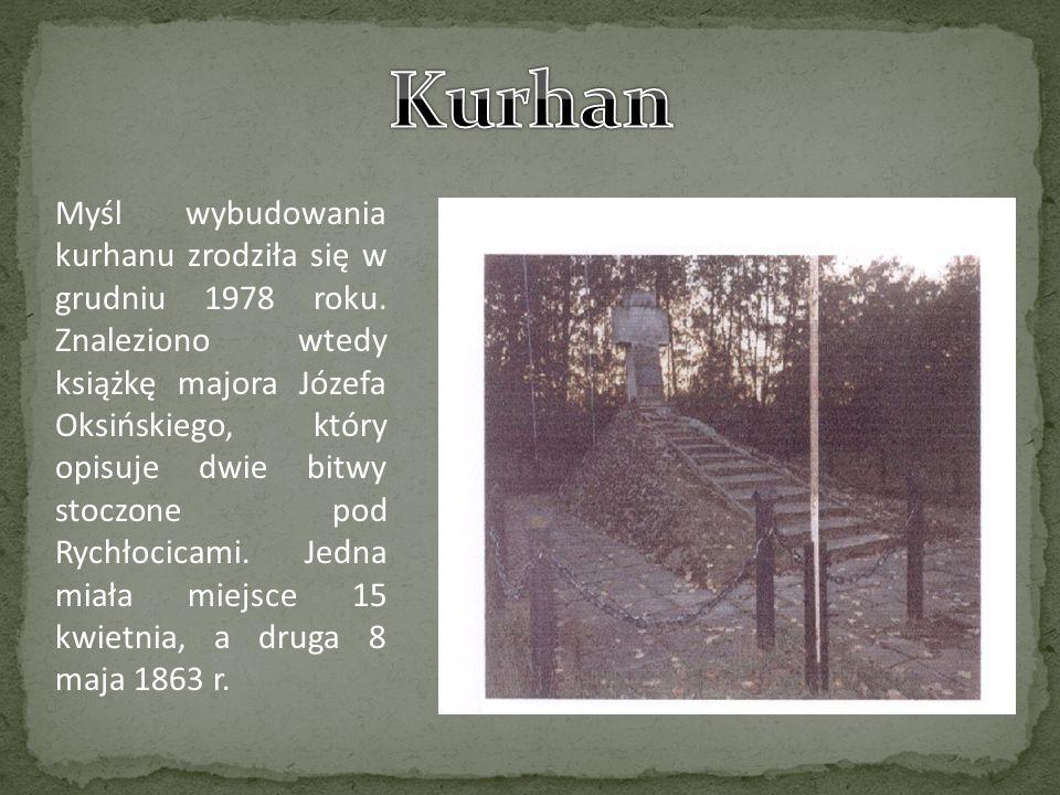 Myśl wybudowania kurhanu zrodziła się w grudniu 1978 roku. Znaleziono wtedy książkę majora Józefa Oksińskiego, który opisuje dwie bitwy stoczone pod R