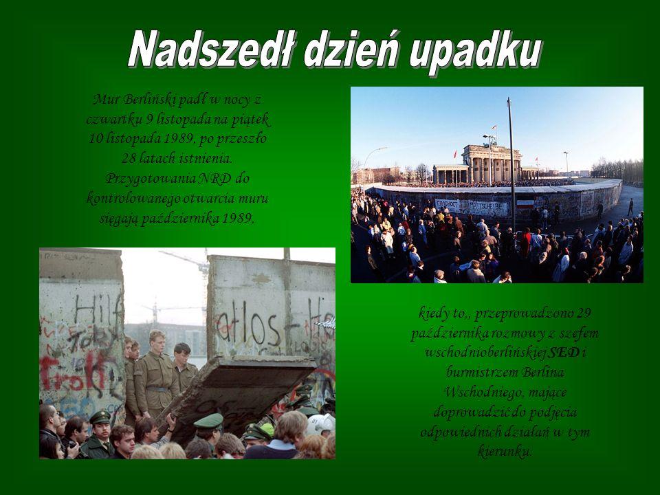 Mur Berliński padł w nocy z czwartku 9 listopada na piątek 10 listopada 1989, po przeszło 28 latach istnienia. Przygotowania NRD do kontrolowanego otw
