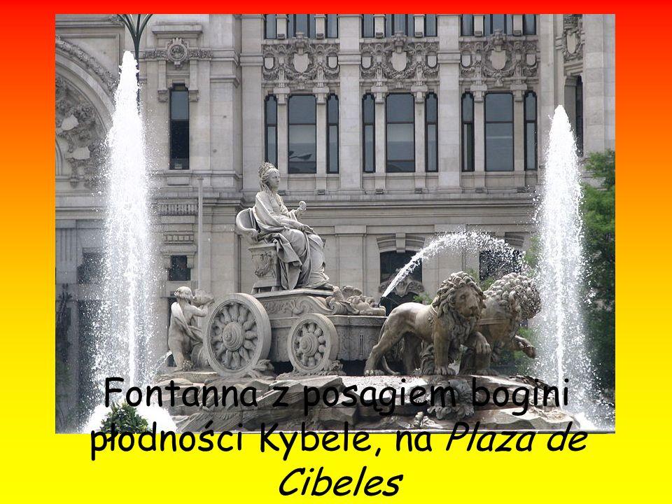 Fontanna z posągiem bogini płodności Kybele, na Plaza de Cibeles