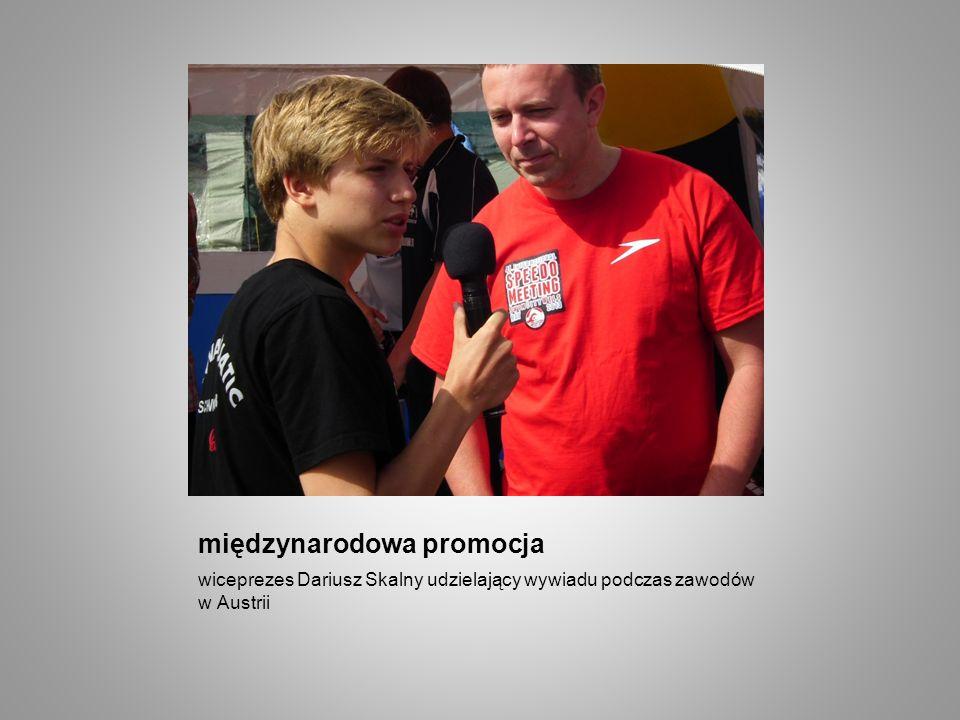 międzynarodowa promocja wiceprezes Dariusz Skalny udzielający wywiadu podczas zawodów w Austrii