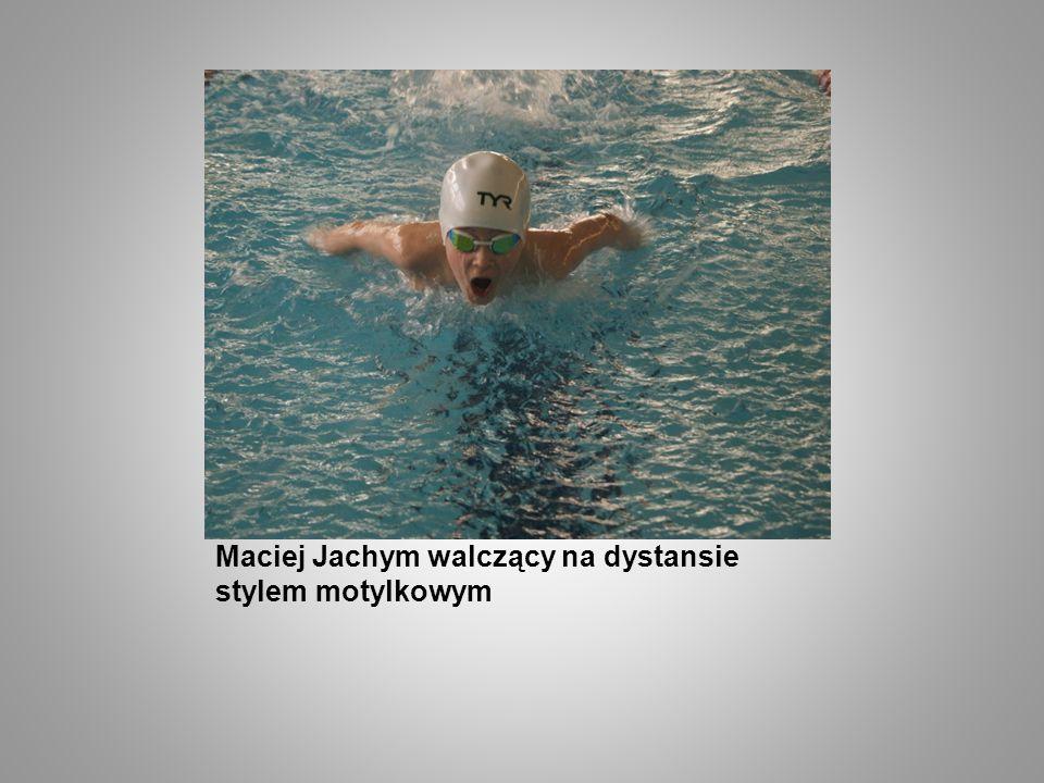 Maciej Jachym walczący na dystansie stylem motylkowym