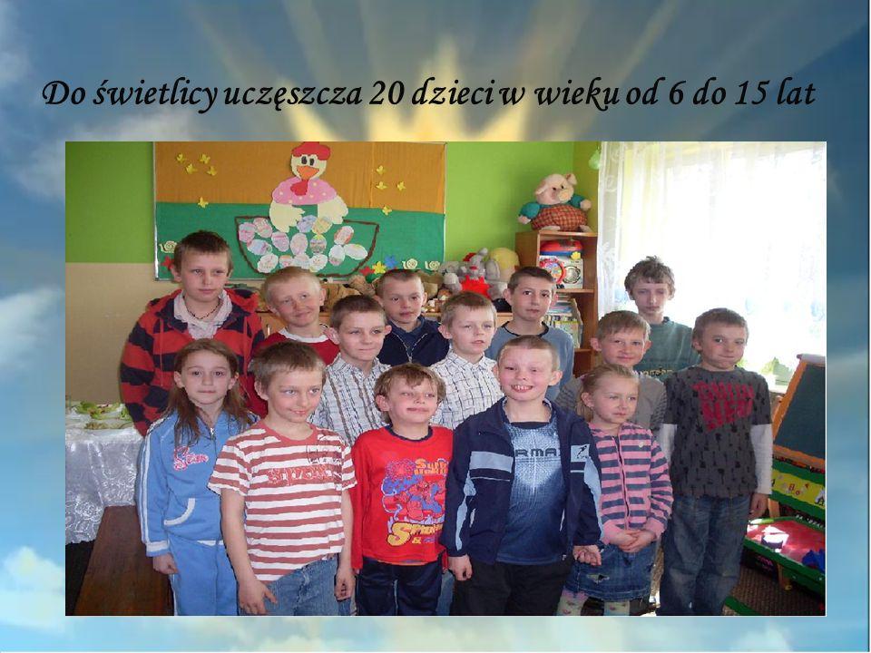 Do świetlicy uczęszcza 20 dzieci w wieku od 6 do 15 lat