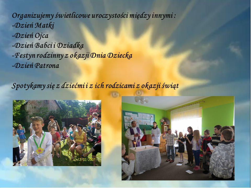 Organizujemy świetlicowe uroczystości między innymi : -Dzień Matki -Dzień Ojca -Dzień Babci i Dziadka -Festyn rodzinny z okazji Dnia Dziecka -Dzień Pa