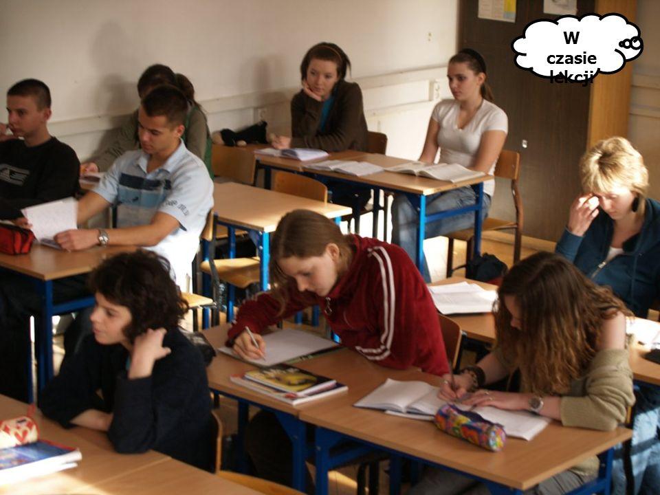 Wczesnym rankiem... W czasie przerwy W czytelni W czasie lekcji
