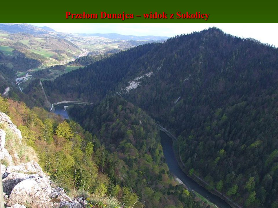Przełom Dunajca - Pienińska Droga Licząca 9 km trasa jest doskonale przygotowana turystycznie Prowadzą nią szlaki turystyki pieszej i rowerowej.